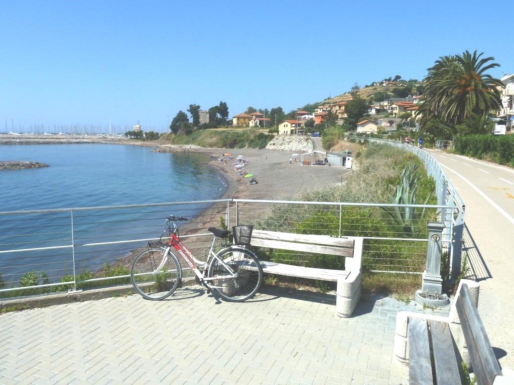 19 spiaggia e pista ciclopedonale