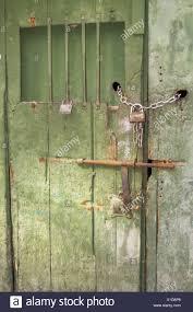 porta sbarrata(1)